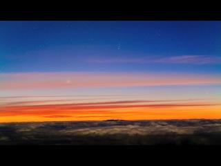 Восход кометы ISON и Меркурия над морем облаков